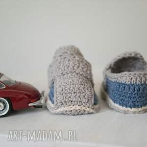 białe buciki handmade