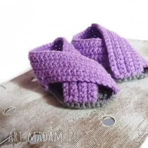 fioletowe buciki szydełkowe sandałki