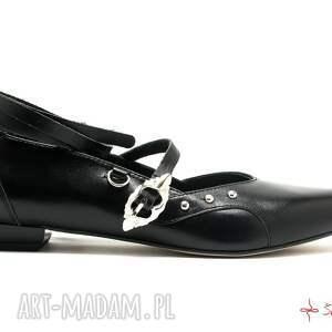 nietuzinkowe buty wiązane katarzynki - baleriny