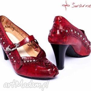 kierpce buty czerwone na obcasie