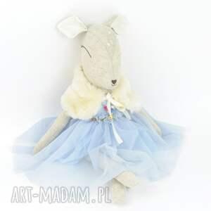 pomysł na upominek świąteczny szare szara sarenka w błękitnej sukience