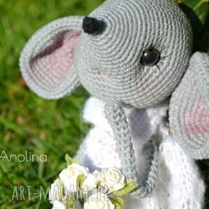 rękodzieło maskotki szydełkowa przytulanka, myszka
