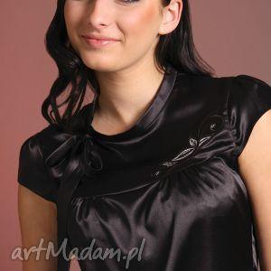 satynowa bluzeczka z haftowanym karczkiem, haft, satyna, karczek, wiązanie, kobieca