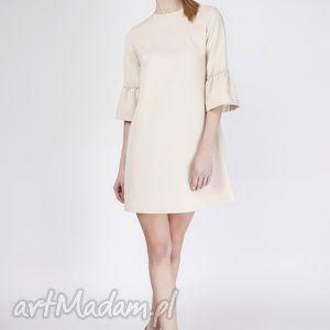 wyjątkowy prezent, sukienka, suk136 beż, trapezowa, falbany, rękawy, modna