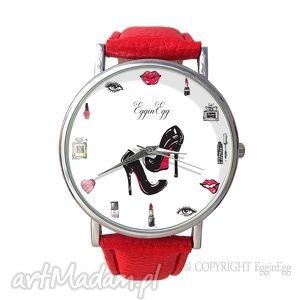 kobiecość - skórzany zegarek z dużą tarczą, zegarek, skórzany, kobiecość, szminka