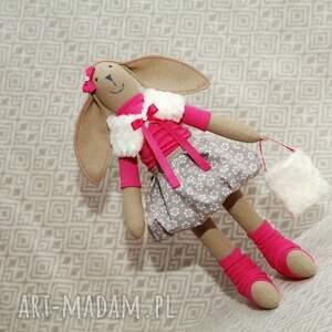 oryginalny prezent, millka beżowy kwiatuszek, królik, maskotka, zabawka, przytulanka