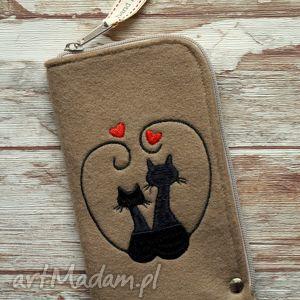 Prezent Filcowe etui na telefon - Zakochane Koty, etui, smartfon, filcowe, haftowane