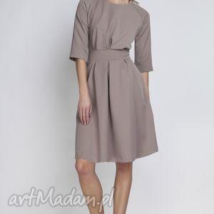 Sukienka, SUK122 beżowy, rozkloszowana, kieszenie, taliowana, kobieca, komunia