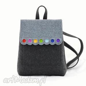 filcowy plecak z kolorowymi kółeczkami, plecak, filc, filcowy, plecaczek, kolorowy