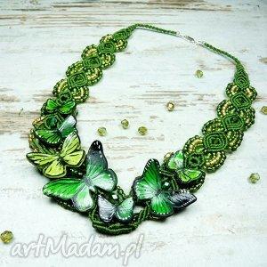 wiosenny, wyjątkowy naszyjnik z motylami w odcieniach zieleni, greenery makrama