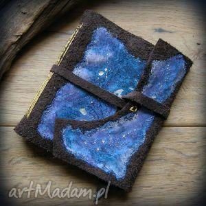 Notes kwadratowy ze skórzaną miękką okładką Fioletowa Galaktyka - ręcznie robiony