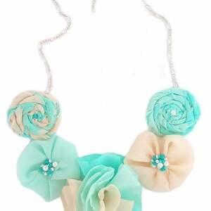 handmade naszyjniki miętowo- kremowe róże