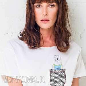 ręczne wykonanie koszulki bear in pocket oversize t-shirt