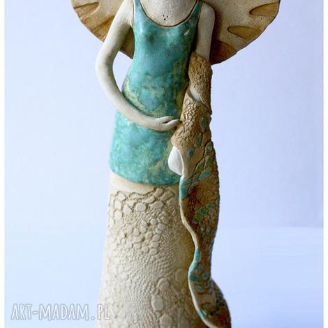 wyjątkowy prezent, ceramika dama z szalem, ceramika, anioł, rzeźba, figurka
