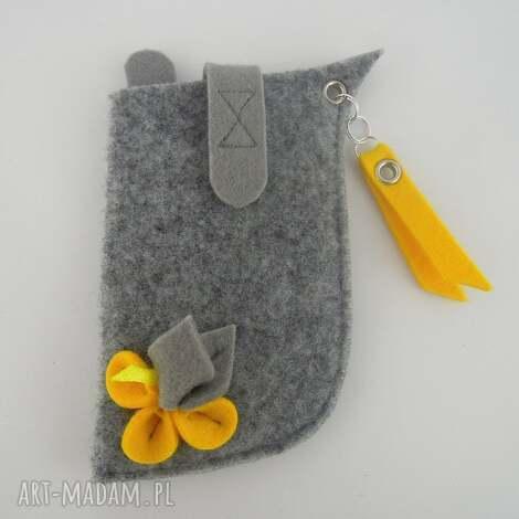 etui na telefon - szare z żółtym małe, filc, folk, kwiatek, pokrowiec
