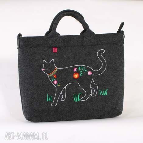 filcowa torba z haftowanym kotek rodem łowicza, filc, haftowana, kot, folk