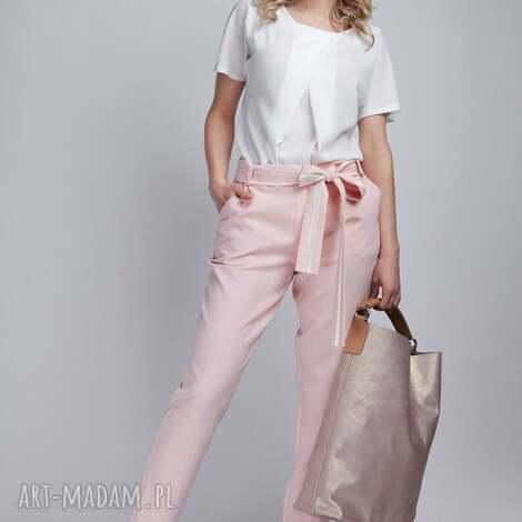 spodnie, sd109 róż, kokarda, pasek, różowe, kieszenie, wyjątkowy prezent
