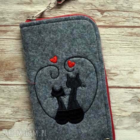 etui filcowe na telefon - zakochane koty, pokrowiec, filcowy, haft, kot, prezent