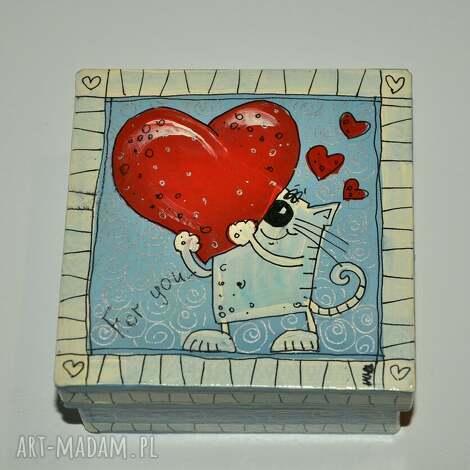 marina czajkowska pudełeczko walentynki, pudełko, pudełeczko, kotka