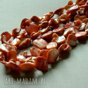 energetyczny naszyjnik z masy perłowej - perlowy, efektowny, tilia, widoczny