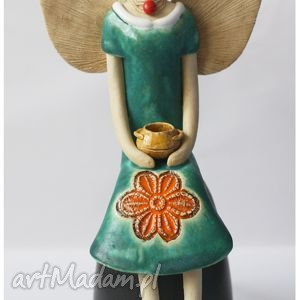 anioł siedzący z dzbanuszkiem, anioł, aniołek, anielica, ceramika, ceramiczny