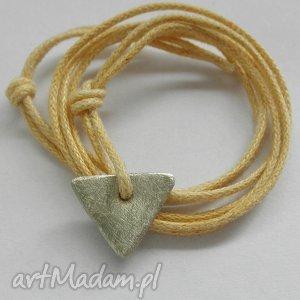 trójkąt wisiorek, alpaka, sznurek, biżuteria