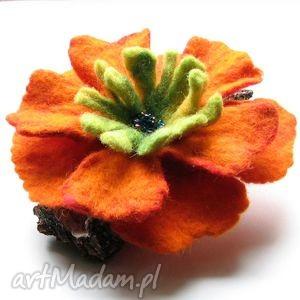 broszka kwiat - broszka, kwiat, filc, dodatki, prezent, biżuteria