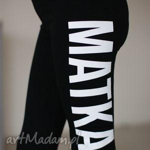 śmieszne legginsy getry czarne elastyczne dopasowane z napisem nadrukiem matka polka