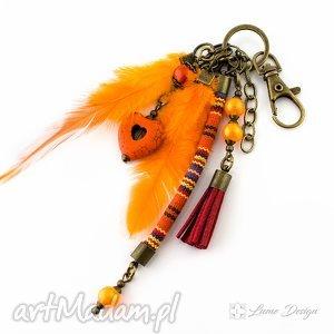 brelok etno orange, breloczek, boho, etno, pióra, rzemień, prezent breloki