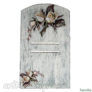 wieszaki białe róże - deseczka pod kalendarz, zawieszka, podkładka, shabby