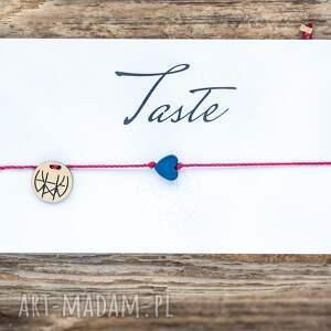 ręcznie zrobione bransoletki whw taste navy heart on red string
