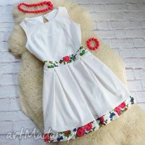 Biała sukienka z kontrafałdami góralskie kwiaty, sukienka, folk, góralska, cleo