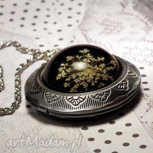 medalion z prawdziwym kwiatem w żywicy- otwierany sekretnik - kwiat, medalion