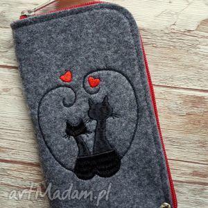 filcowe etui na telefon - zakochane koty, etui, pokrowiec, haftowane, kotki, gwiazdki