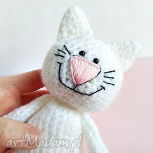 Kotek z uśmiechem - ,kotek,kot,maskotki,szydełko,przytulanka,