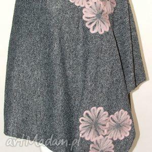 poncho ponczo wełną zdobione , motyw, kwiaty, wełna, dzianina, peleryna ubrania