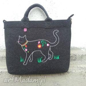 Ciemna filcowa torba na której zamieszkał kot, torba, torebka, filcowa, laptop, folk
