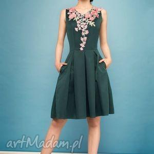 Sukienka z kolorowym haftem ZL, wesele, studniówka, haft, midi, rozkloszowana