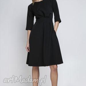 unikalne prezenty, sukienka, suk122 czarny, rozkloszowana, kieszenie, taliowana