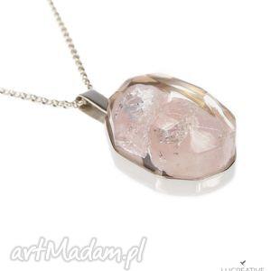 kwarc różowy - naszyjnik z minerałem zatopionym w żywicy - kwarc, wisiorek