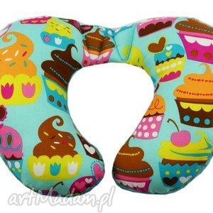 poduszka podróżna, wzór muffiny, poduszka, muffinka, muffin