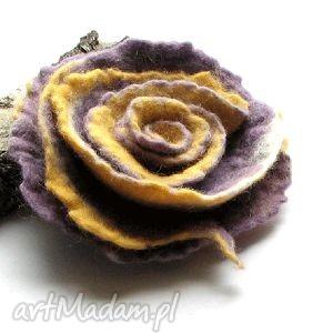 broszka z filcu - broszka, filc, kwiat, prezent, święta, bożuteria