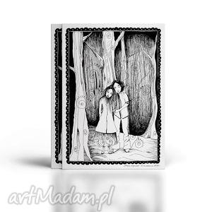 miłosna opowieść pisana piórkiem, miłość, ilustracja, piórko, zakochani, las dom