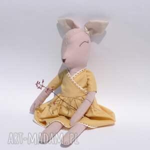 sarenka w miodowej sukience, sarenka, bawełna, len, bambi, przytulanka, lalka