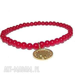 moneta w malutkich kamieniach, złoto, kamienie, moneta, koło, modna, minimalistyczna