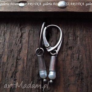 ołówkowe minimalistyczne kolczyki z naturalnych pereł i srebra, perła, naturalna