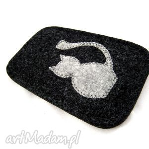 grey on athracite, filc, kotek, etui