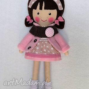 malowana lala patrycja z wełnianym szalikiwm, lalka, zabawka, przytulanka, prezent