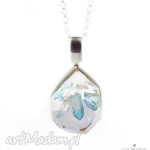 srebrny naszyjnik z kryształem aqua aura zatopionym w żywicy - krzsyta, zatopiony