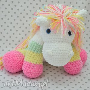 szydełkowy tęczowy kucyk, kuc, koń, konik, różowy, dla dziecka